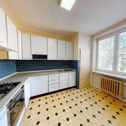 Slnečný 2 izbový byt s veľkou výmerou v meste Nová Dubnica