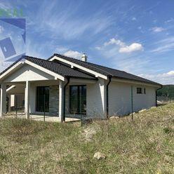 BV REAL Na predaj novostavba nízkoenergetický bungalov 490 m2 Ráztočno FM1175