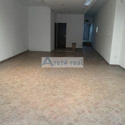 Areté real, Prenájom 75 m2 obchodného priestoru v dobrej lokalite v centre mesta Modra