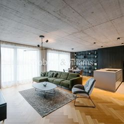 Nadštandardný 4-izbový penthouse s terasou v centre Trnavy