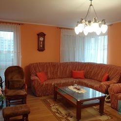 SENEC – NA PREDAJ EXKLUZÍVNE - 3 izbový byt s veľkou loggiou v staršej novostavbe v úplnom centre -
