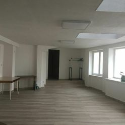 /MAXIS REAL/ - NA PRENÁJOM - Nebytový priestor v budove  vhodný na služby alebo administratívu.
