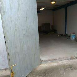 Ponúkame na predaj garáž na Slnečnej ulici v Komárne