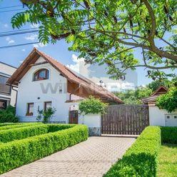 Netradičný rodinný dom v Prievidzi - s duchom tradície, pokojom vidieka, v modernom prevedení