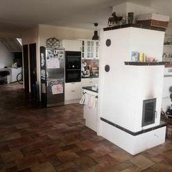   Dvojgeneračný rodinný dom   Predaj    35000 m²   medzi Dolnými a Hornými Orešanmi  