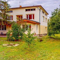 Slnečný a priestranný rodinný dom s alejou a nádherným pozemkom Nižná Myšľa na predaj