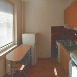Na prenájom slnečný kompletne zariadený jednoizbový byt, Ružová ulica, Stará Sásová, Banská Bystrica