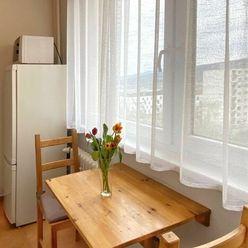 NA PREDAJ: 1-izb.zariadený byt s krásnym výhľadom na Pajštún