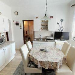 NA PREDAJ: 2-podlažný, 2-generačný dom s veľkým pozemkom s možnosťou podnikania.
