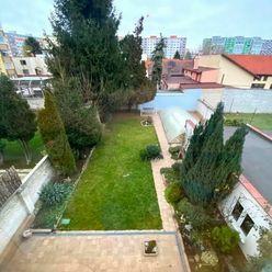 Na prenájom trojpodlažný rodinný dom s bazénom - Prievoz