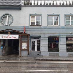 Prenájom-Obchodný priestor 200 m2 Námestie sv.Anny Trenčín