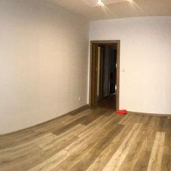 Predaj kompletne zrekonštruovaného 4 izb. bytu na Školskom námestí v Rohožníku.