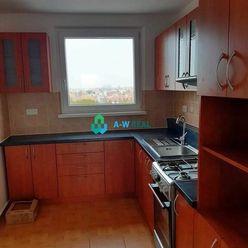 Krásny, prerobený 4-izbový byt na predaj v Dunajskej Strede, 3.posch., murovaná loggia!!! Cena 82 00
