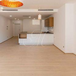 Nadštandardný 4-izbový byt v Starom meste na prenájom