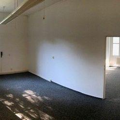 Kancelária s technickou miestnosťou