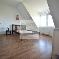 Priestranný 2 - izbový podkrovný byt 55m2, parkovacie miesto, výťah, Rajka