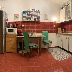 Ponúkame na predaj staršiu novostavbu pekný, veľký, zariadený 1-izbový byt na ulici Špieszova v Brat
