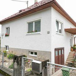 Rodinný dom so slnečnou záhradou v Podháji pod Radvanským kopcom je na predaj