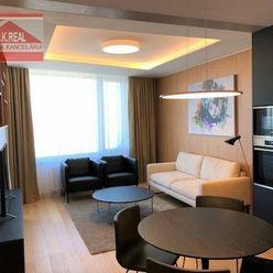 Ponúkame na prenájom luxusný 2-izbový byt v SKYPARKU na ul. Čulenová, lokalita Bratislava I.-Staré M