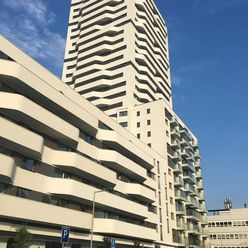 PRENÁJOM:  Útulný 2i byt v novostavbe, 50 m2, veľká lodžia, podzemný parking, uzavretý zelený dvor a