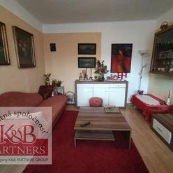Ponúkame Vám na predaj väčší 2,5-izbový byt v Trenčíne, ulica Šmidkeho