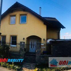 Trenčianska Teplá – 5 – izbový rodinný dom – tichá ulica – balkón – garáž-terasa