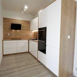 Prenájom 2 izbového bytu na Malej Hore v objekte CROSS