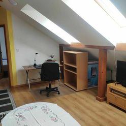 Hlavná, Prenájom 2 izb. zariadený byt, kompl. rekonštrukcia, podkrovie