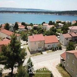 Na predaj 3 pekné poschodové apartmánové domy na krásnom obľúbenom ostrove Rab v mestečku Barbat