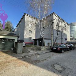 Ponúkame 2 izbový byt po kompletnej rekonštrukcii v tehlovom dome na Prievozskej ul. , Bratislava-Ni
