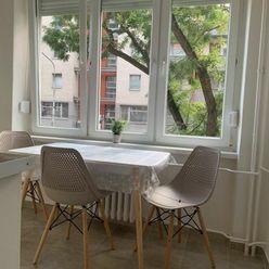 Ponúkam na prenájom priestranný a svetlý 1i byt s výborným dispozičným riešením o rozlohe 36 m2 inte