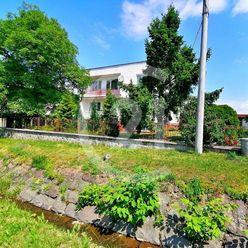 Poschodový rodinný dom po rekonštrukcii s veľkou záhradou, 20 km od Košíc, Opiná