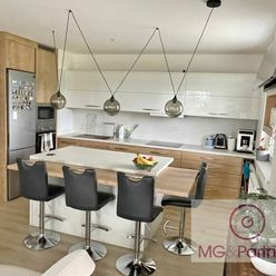 Novostavba veľkého moderného 2-izb bytu so záhradkou a vlastným parkovacím státím!