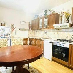 TUreality ponúka na predaj čiastočne zrekonštruovaný 2-izbový byt + balkón, Handlová, 54 m2