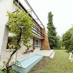 REZERVOVANÉ   5 izbový rodinný dom  v mestskej časti Dolné Samoty v Novom Mesto nad Váhom.