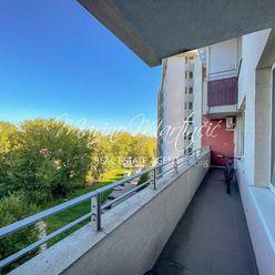 Slušný 3 izbový byt s veľkým balkónom