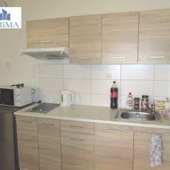 Menší 1-izbový byt na námestí s netom