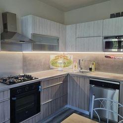 Len u nás !!!  - Top ponuka -  Veľký 4  izbový byt , 84 m2,   s lodžiou,  Banská Bystrica – kompletn