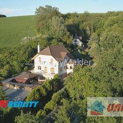 BÁNOVCE NAD BEBRAVOU - 4 - izbový dom na predaj / pozemok 1.730 m2 / IBA U NÁS !!!