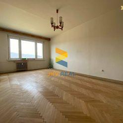 JKV REAL | Ponúkame na predaj 2 a 1/2i byt Čínsky Múr v Prievidzi