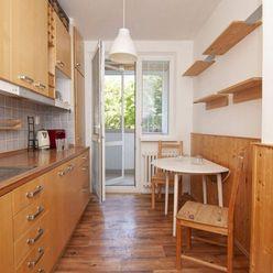 Na prenájom priestranný 3 izbový byt s balkónom v príjemnej lokalite Vrakune