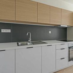 3+1 izb. byt s loggiou - nová rekonštrukcia - začiatok Pertžalky, Šustekova 9, Bratislava V