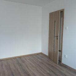 Prenájom izby v 4i byte na Bzovíckej ul. Bratislave