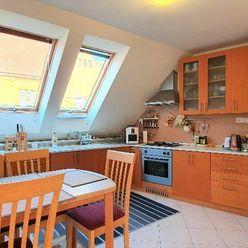 Exkluzívne PNORF – zrekonštruovaný 4i podkrovný byt s terasou, 620,-€, Jesenského ul.