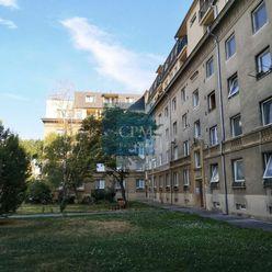Na predaj veľký 2-izb. byt na Trenčianskej ulici