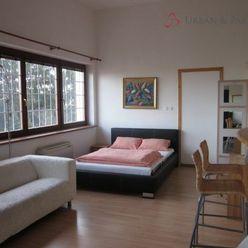 Prenájom 1 izbového bytu na Červeňovej ulici v centre