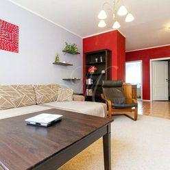 Priestranný tichý 4 izbový byt s lodžiou v Petržalke