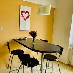 Priestranný 3 izbový byt vo výbornej lokalite - Mýtna ulica