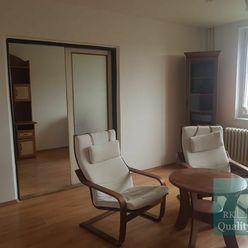 SENEC – NA PREDAJ 3 izbový byt v dobrej lokalite blízko centra Svätoplukova ul.
