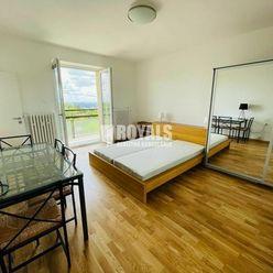 Kompletne zariadený 1i byt s panoramatickým výhľadom, Staré Mesto, pivnica, parkovanie, súkromná záh